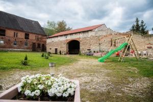 Grillscheune und Spielplatz (Stand 04/2017)