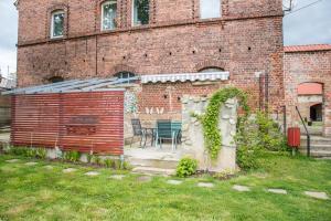 Garten und Sitzecke vor dem Haus