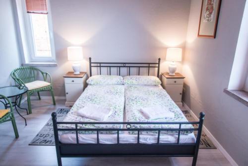 Doppelbettzimmer mit TV