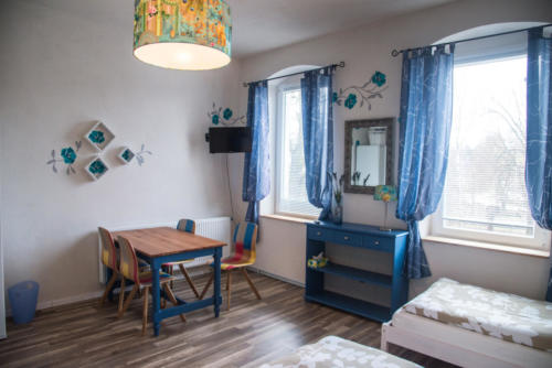 Vierbettzimmer mit TV